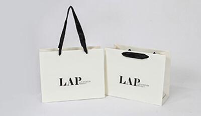 Thiết kế và in ấn túi giấy thu hút khách hàng hiệu quả cho shop thời trang